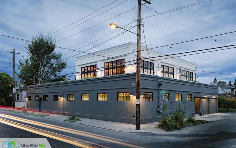 Tòa nhà này trước đây là một cửa hàng tạp hóa, chuyên bán báo in và đồ cơ khí xây dựng